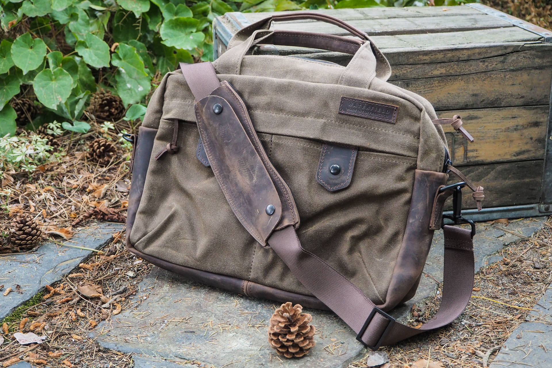 Waxed canvas bags from Waterfield, Manhattan Portage, Saddleback and more – TechCrunch 1