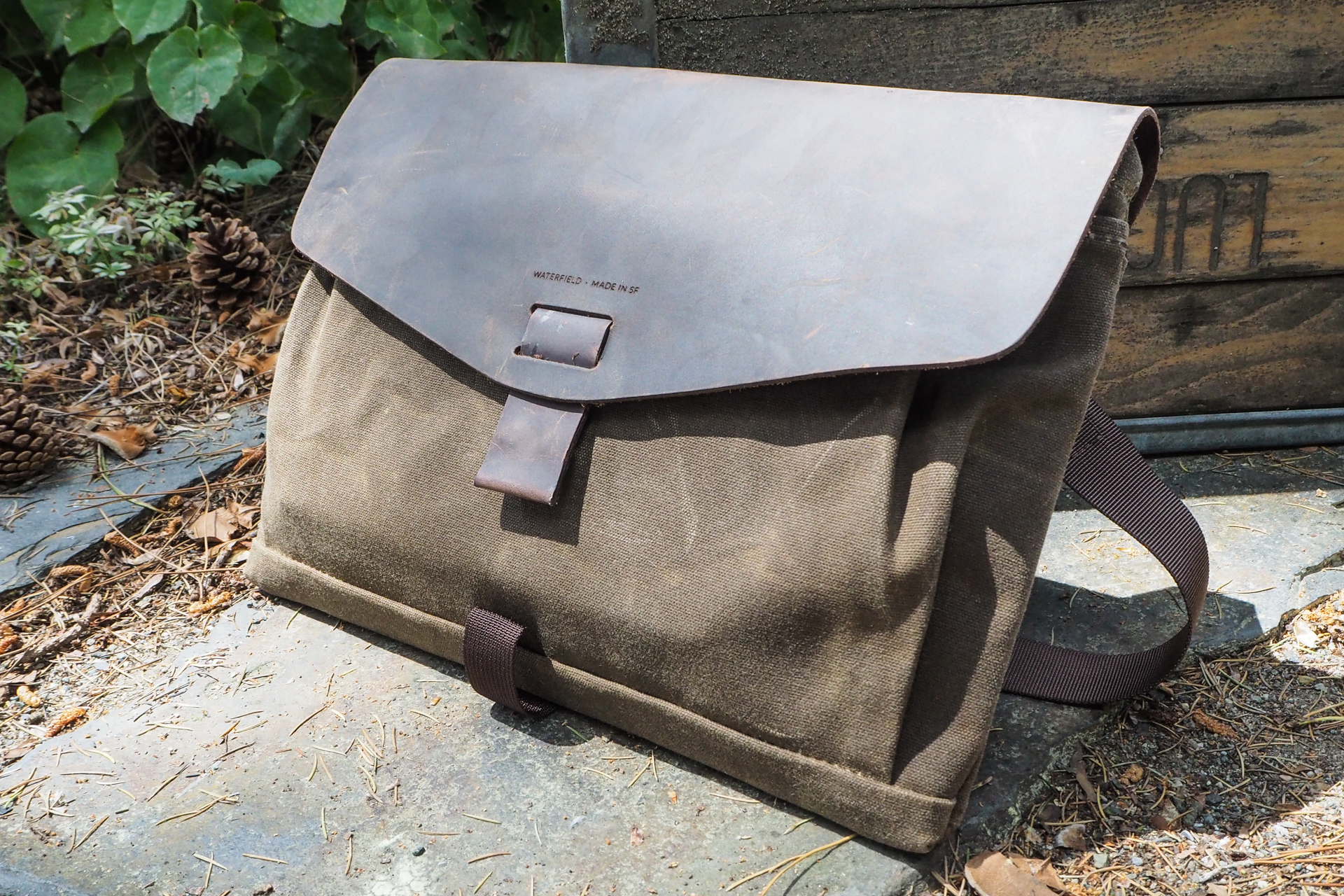 Waxed canvas bags from Waterfield, Manhattan Portage, Saddleback and more – TechCrunch 2