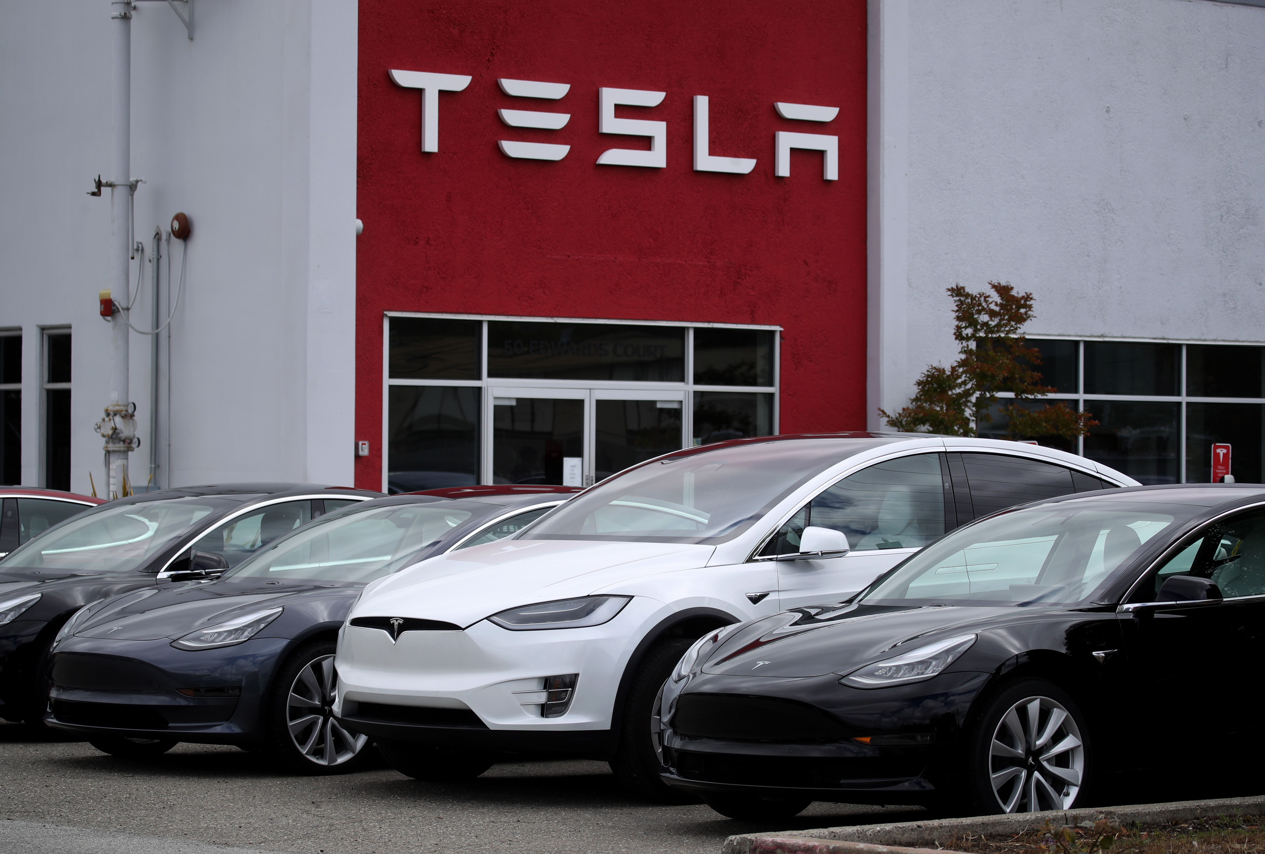 Tesla focuses on service with 25 new service centers in Q2