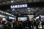 SHANGHAI, CHINA - JUNE 26: People visit the Samsung booth on day one of the Mobile World Congress (MWC) Shanghai 2019 at the Shanghai New International Expo Center on June 26, 2019 in Shanghai, China. The Mobile World Congress (MWC) Shanghai 2019 themed on 'Intelligent Connectivity' will last for three days. (Photo by VCG/VCG via Getty Images)