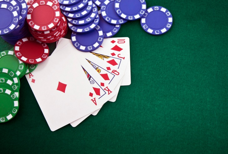 AI smokes 5 poker champs at a time in no-limit Hold'em with ...