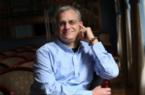 เจอร์รี่โคโลน่าโค้ชผู้บริหารที่มีชื่อเสียงของ VC ได้กลายเป็นกระเป๋าสัมภาระที่ไม่ได้เรียงลำดับของซีอีโอ thumbnail