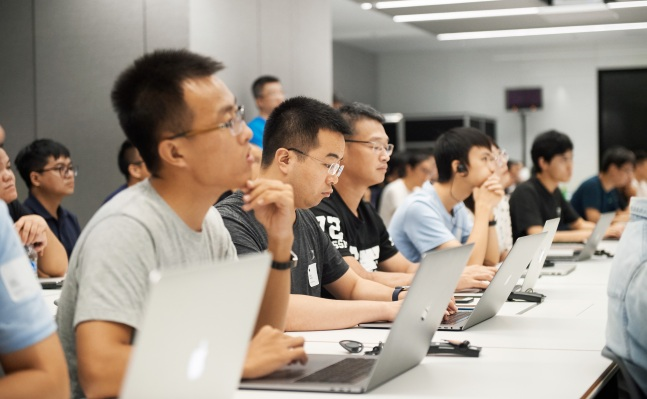 Apple Opens App Design and Development Accelerator in China