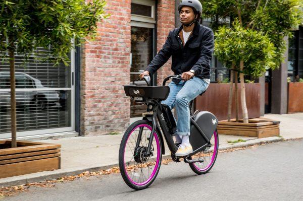 Lyft ดึงอีจักรยานไปด้วยแสงไฟจากแบตเตอรี่ที่เห็นได้ชัด thumbnail
