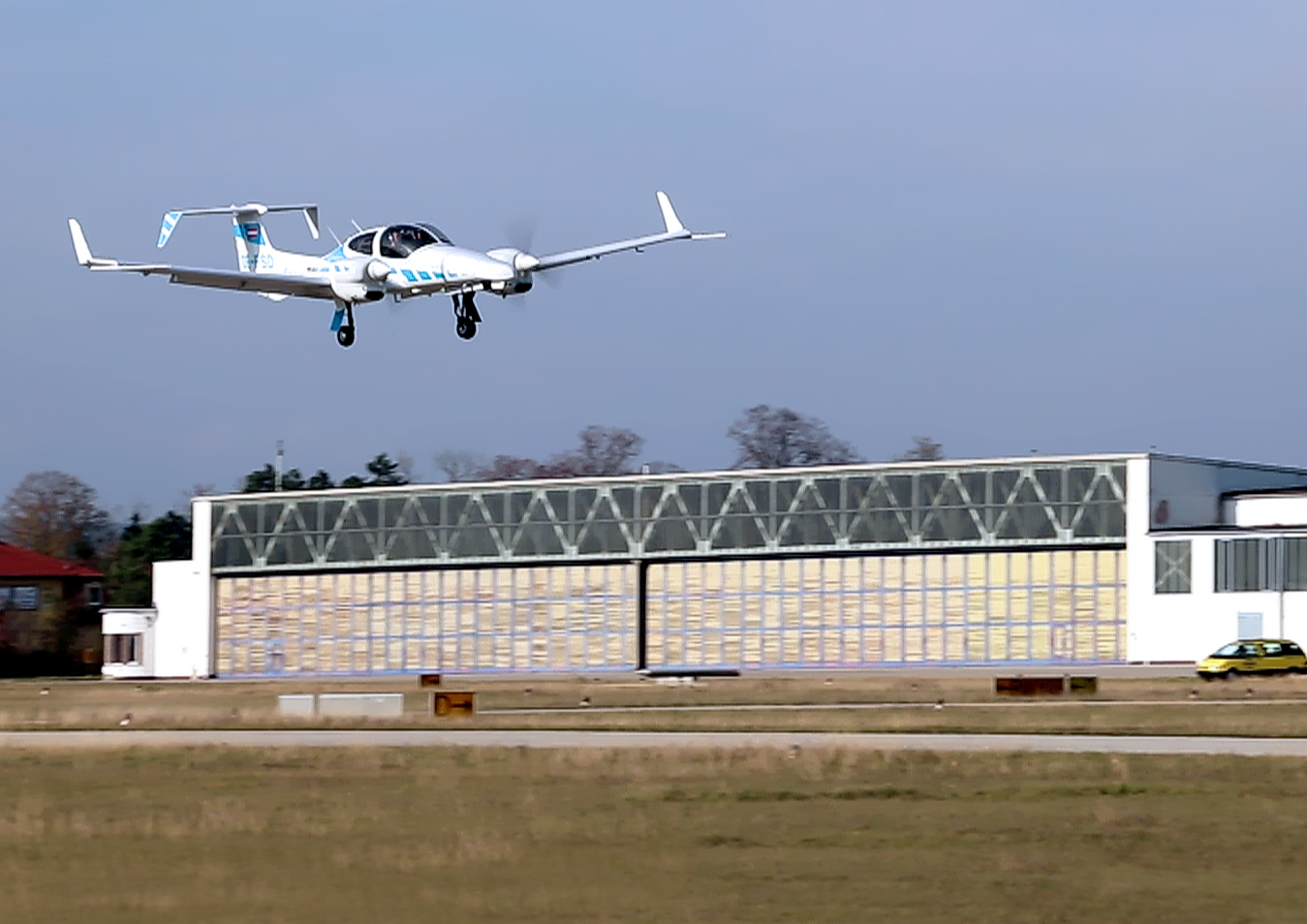 Watch a plane land itself truly autonomously for the first time