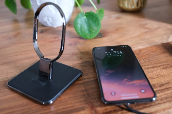 HiRise Wireless ของ Twelve South เป็นเครื่องชาร์จสมาร์ทโฟนไร้สายอเนกประสงค์ thumbnail
