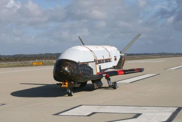 การทดลองเครื่องบินอวกาศของกองทัพอากาศสหรัฐฯได้ทำลายสถิติก่อนหน้านี้สำหรับยานอวกาศโคจร thumbnail