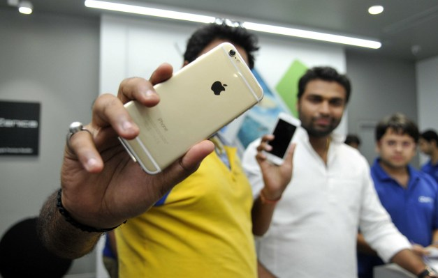 India liberalizes foreign investment rules in a win for Apple