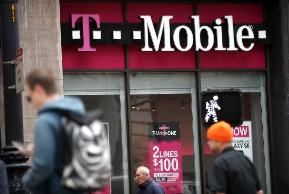 T-Mobile customers report outage, can't make calls or send