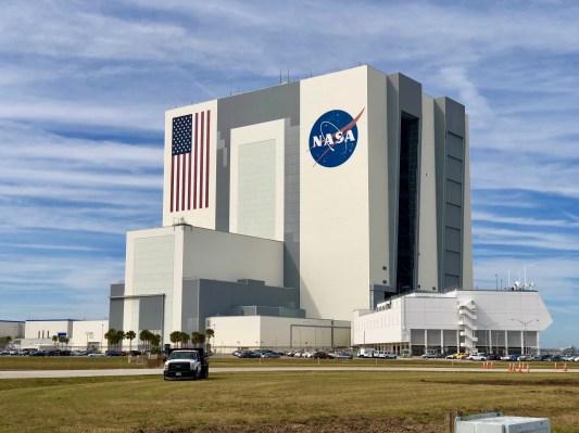 Northrop Grumman สร้างจรวด OmegA ที่ VAB ของ NASA ในฐานะผู้เช่ารายแรกในเชิงพาณิชย์ thumbnail