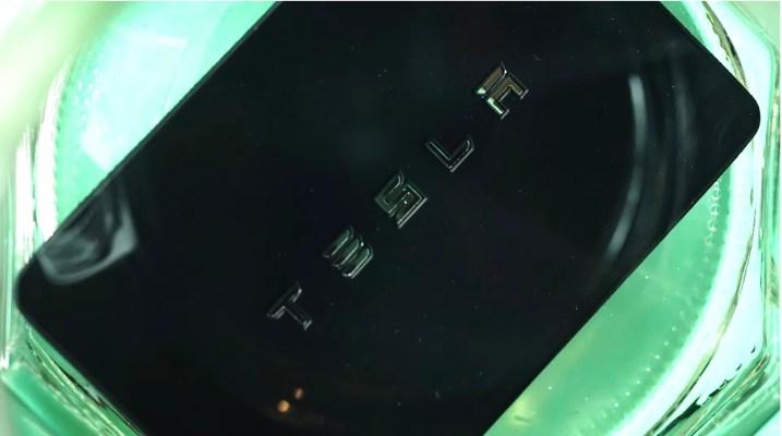 เจ้าของ Tesla Model 3 ฝังชิป RFID เพื่อเปลี่ยนแขนของเธอให้เป็นกุญแจ thumbnail