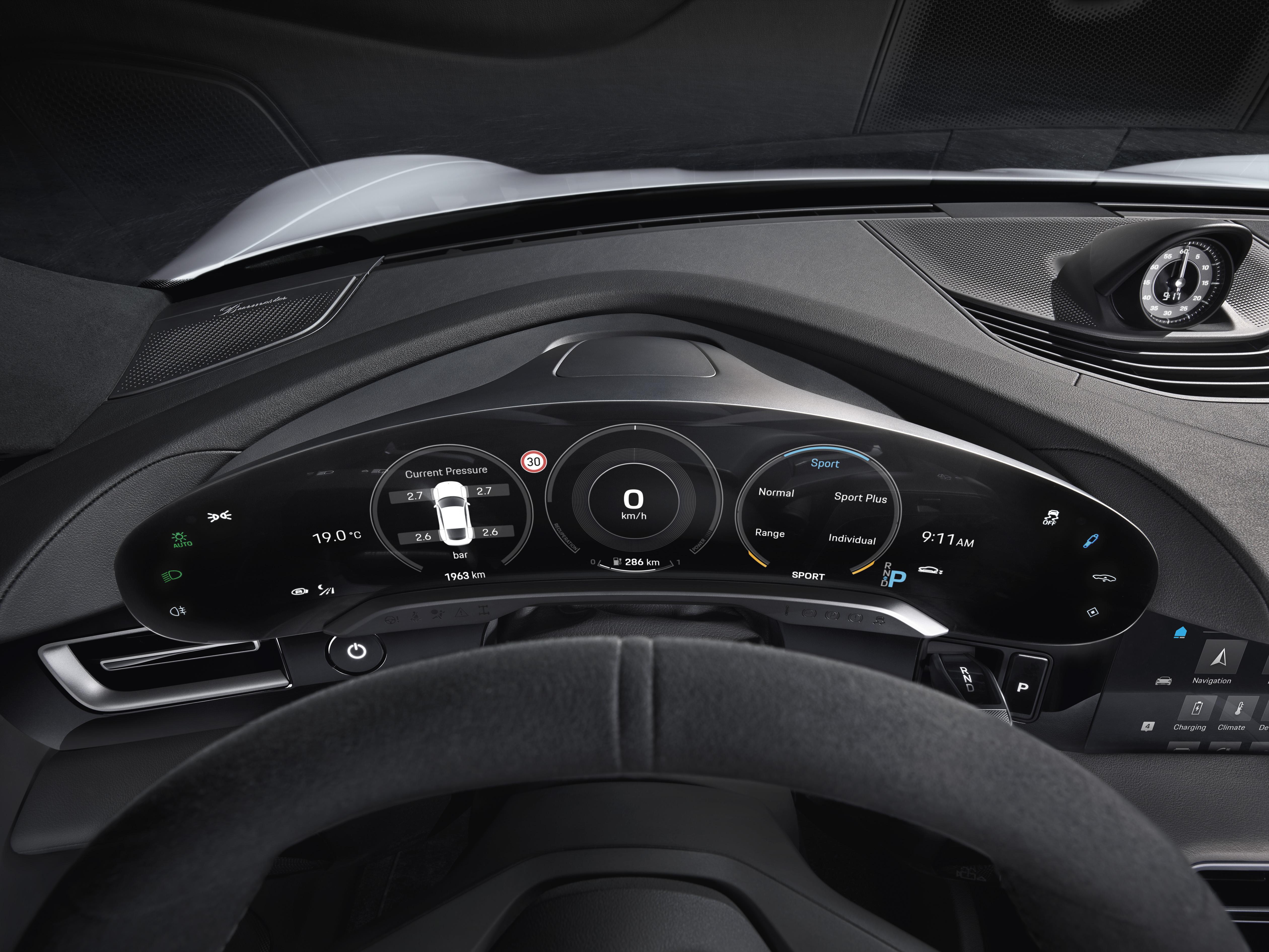 Porsche-Taycan-Interior-instrument