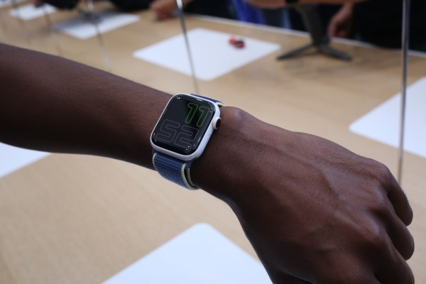Global smartwatch shipments grew 12%, in spite of…everything thumbnail