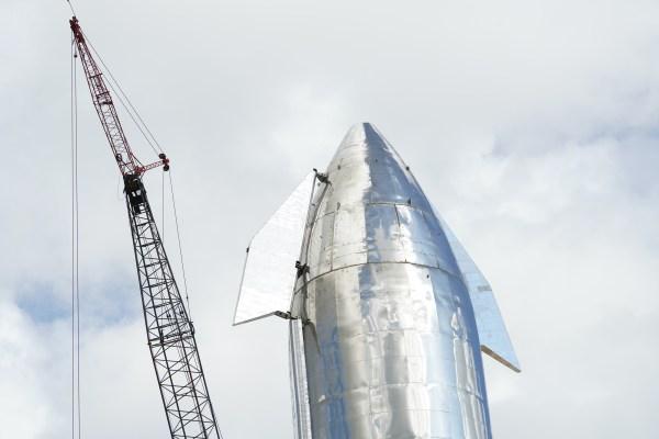 รับชมสดในขณะที่ Elon Musk ส่งมอบการอัปเดตเกี่ยวกับยานอวกาศ Starship ของ SpaceX thumbnail
