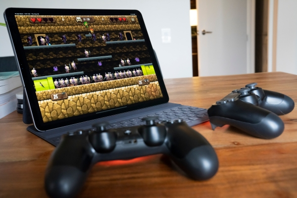 Apple's iOS and iPadOS 13 support multiple PS4 or Xbox One controllers, which could be huge for Arcade