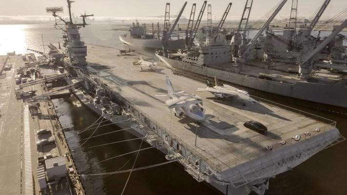 ชมการทดสอบของ Porsche Taycan ที่ 0-90-0 บนดาดฟ้าเครื่องบิน USS Hornet thumbnail