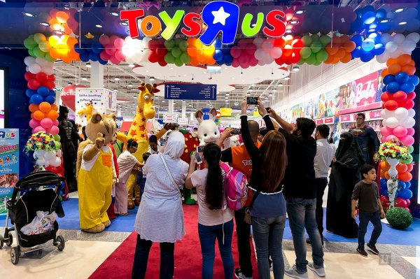 photo of Toys R Us relaunches its website where online sales are powered by Target image