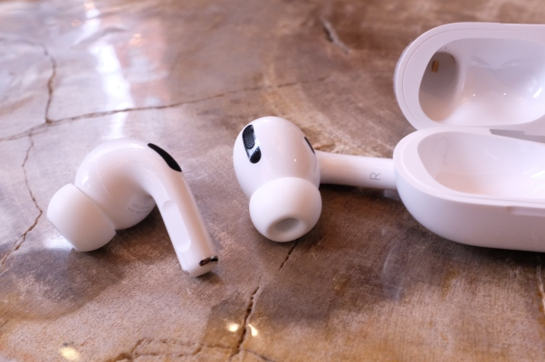 Apple acknowledges AirPods Pro issues, will replace those that crackle and rattle thumbnail