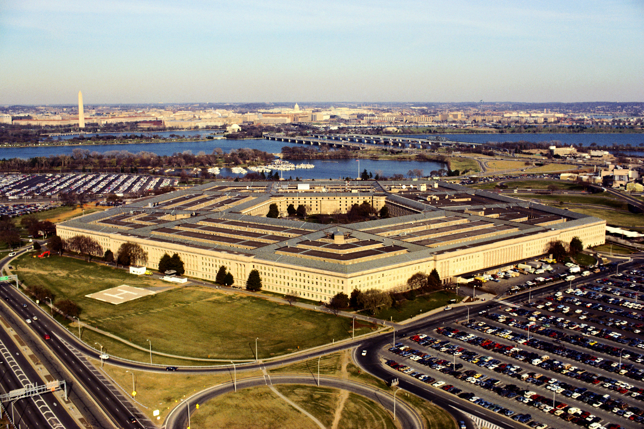 Pentagon snubs Amazon in $15.7 billion 'war cloud' deal