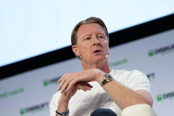 Verizon CEO Hans Vestberg shares his COVID-19 strategy and tactics thumbnail