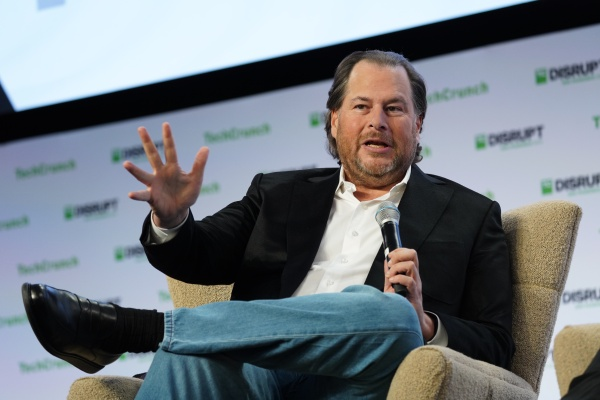 Salesforce stock is taking a hit today after lighter guidance in yesterday's earning's report thumbnail