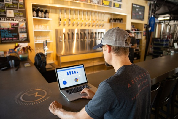 Ekos announces $8M Series A to construct software for craft breweries thumbnail