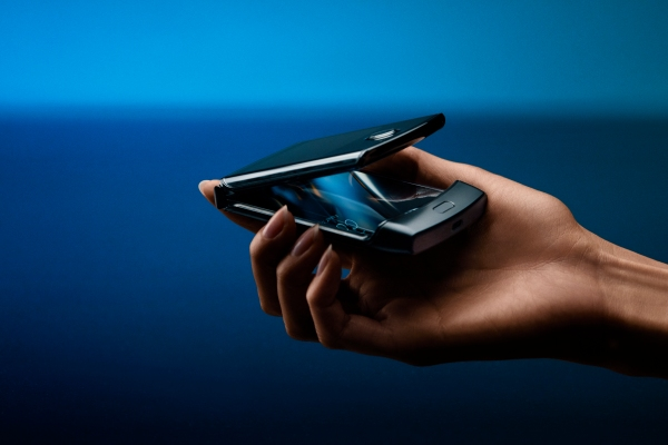 Motorola throws back to the future with a foldable Razr reboot – TechCrunch