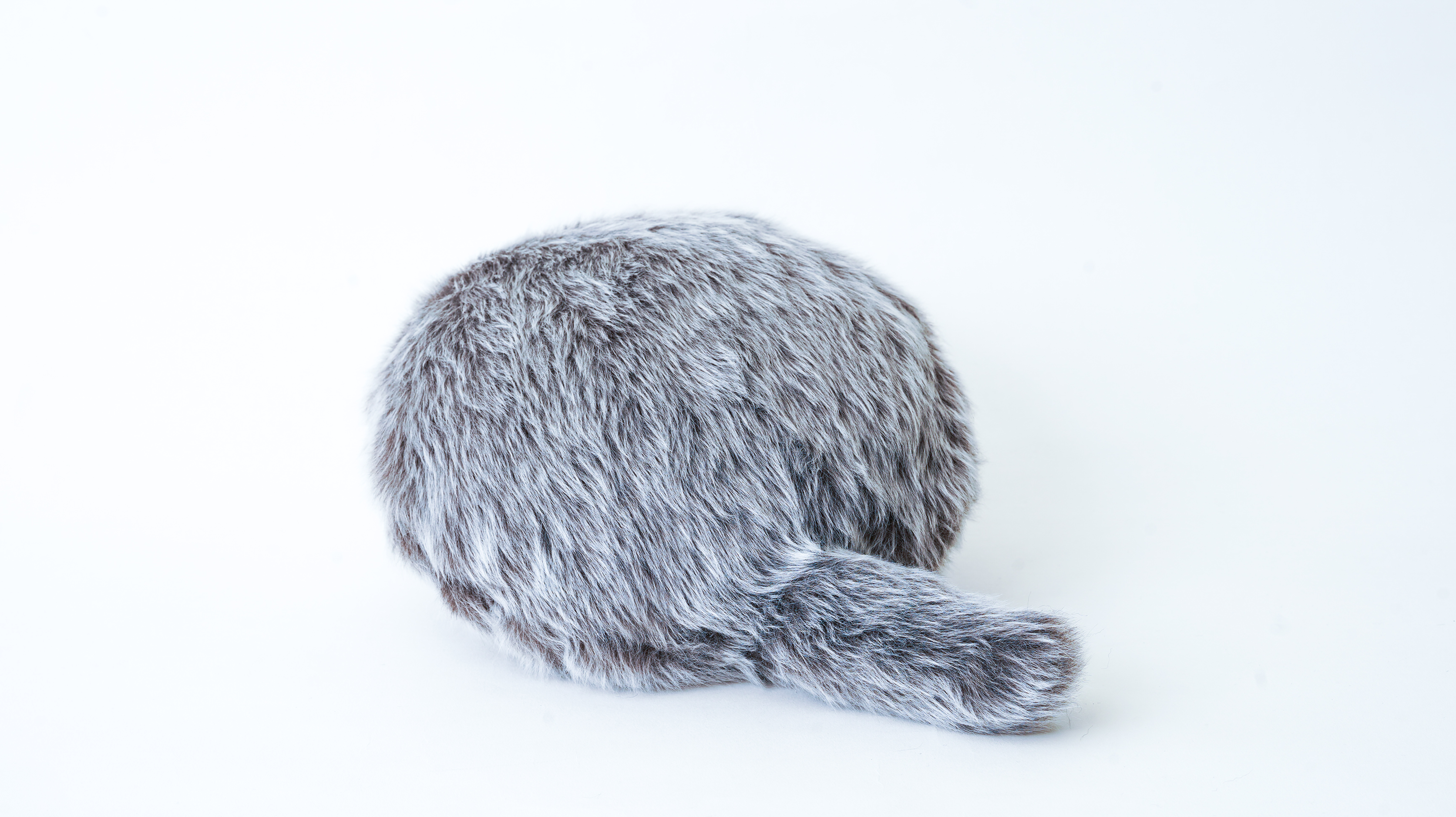 petitqoobo side - A smaller, cheaper version of Qoobo, the robotic cat pillow, is on the way