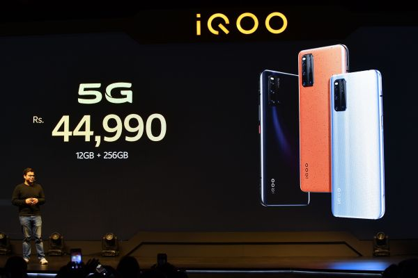 Chinese firms rush to bring 5G smartphones to India thumbnail