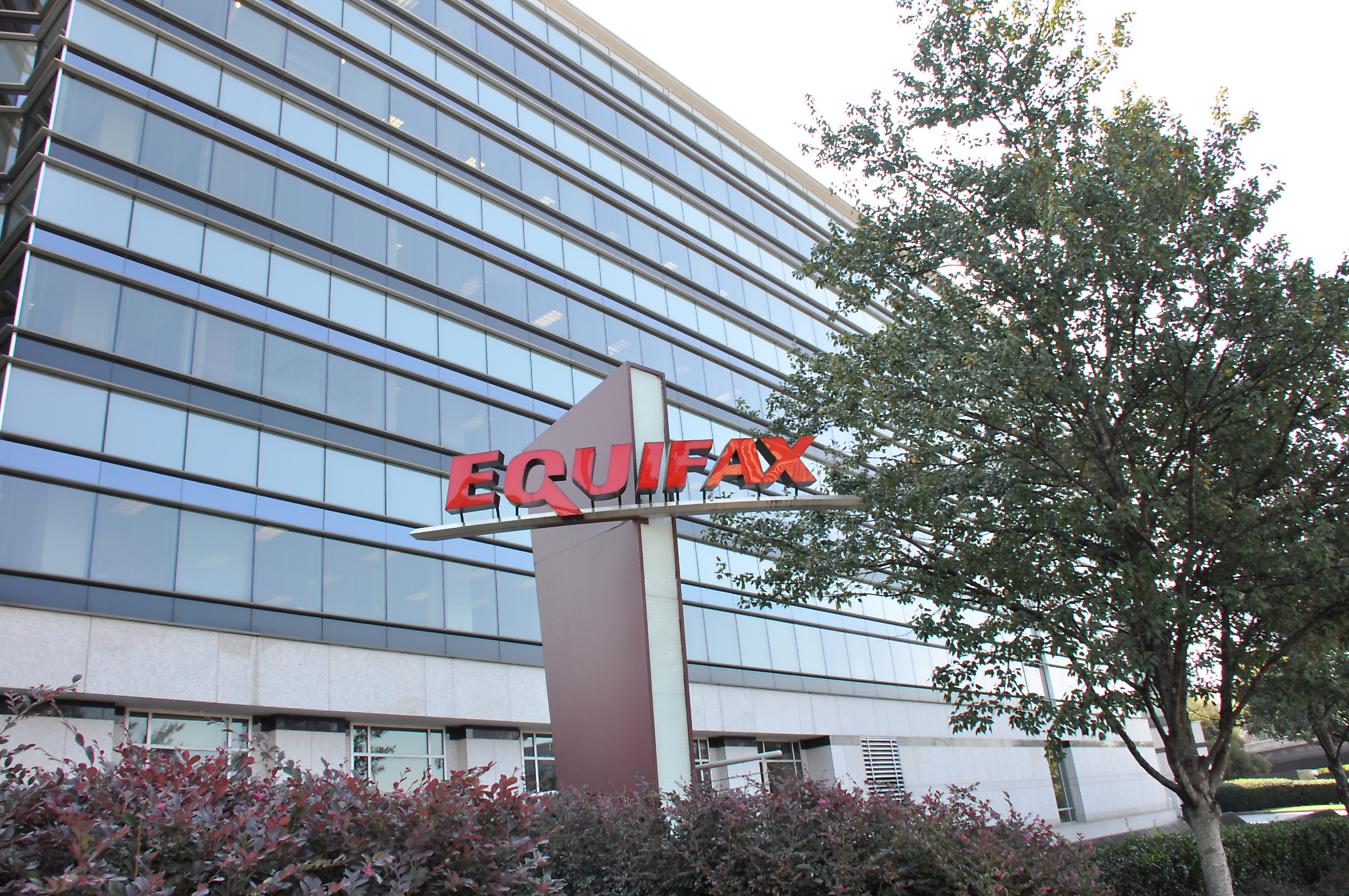 USA charges 4 Chinese military officers for massive Equifax hack