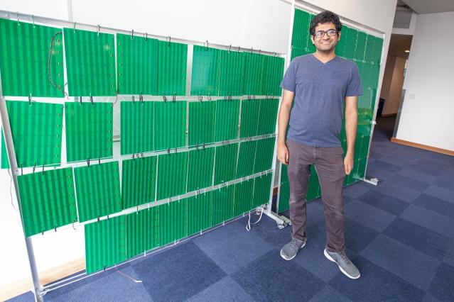[Obrázek: Lead-author-Venkat-Arun-in-front-of-the-...totype.jpg]