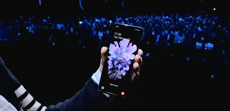 Samsung gives foldables another go with the Galaxy Z Flip thumbnail