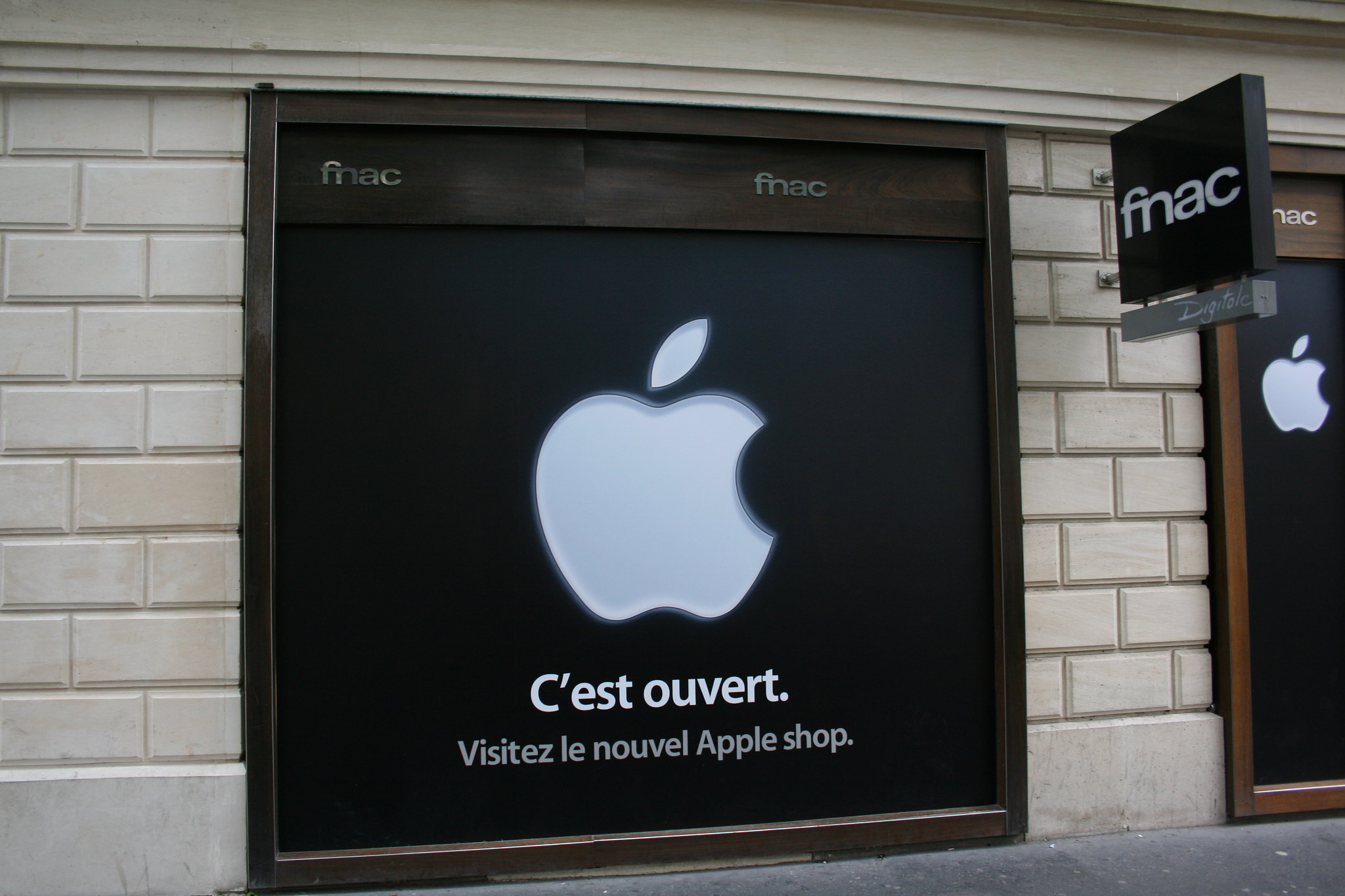 Apple fined €1.1bn by France over anti-competitive practices