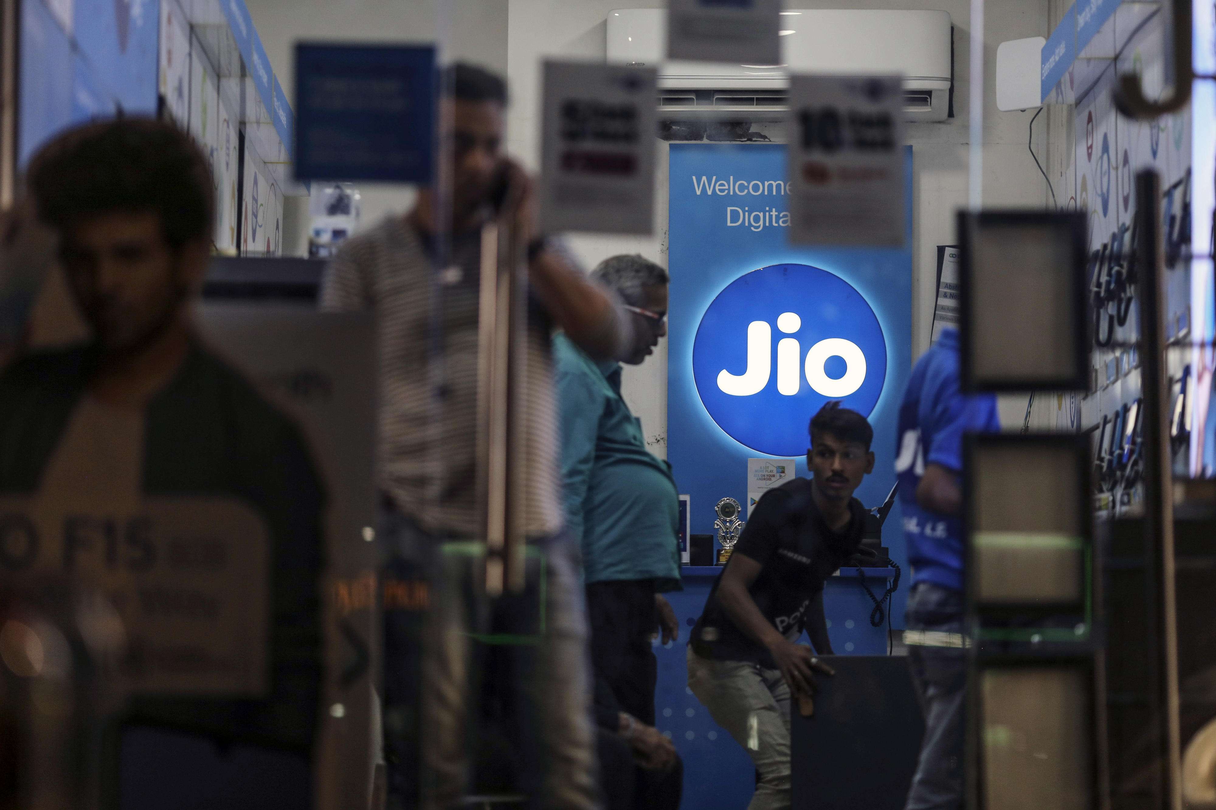 Facebook invests $5.7bn in Indian telecom giant Jio Platforms