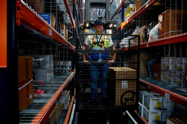 Amazon worker-activists form international organization to demand change in warehouses thumbnail