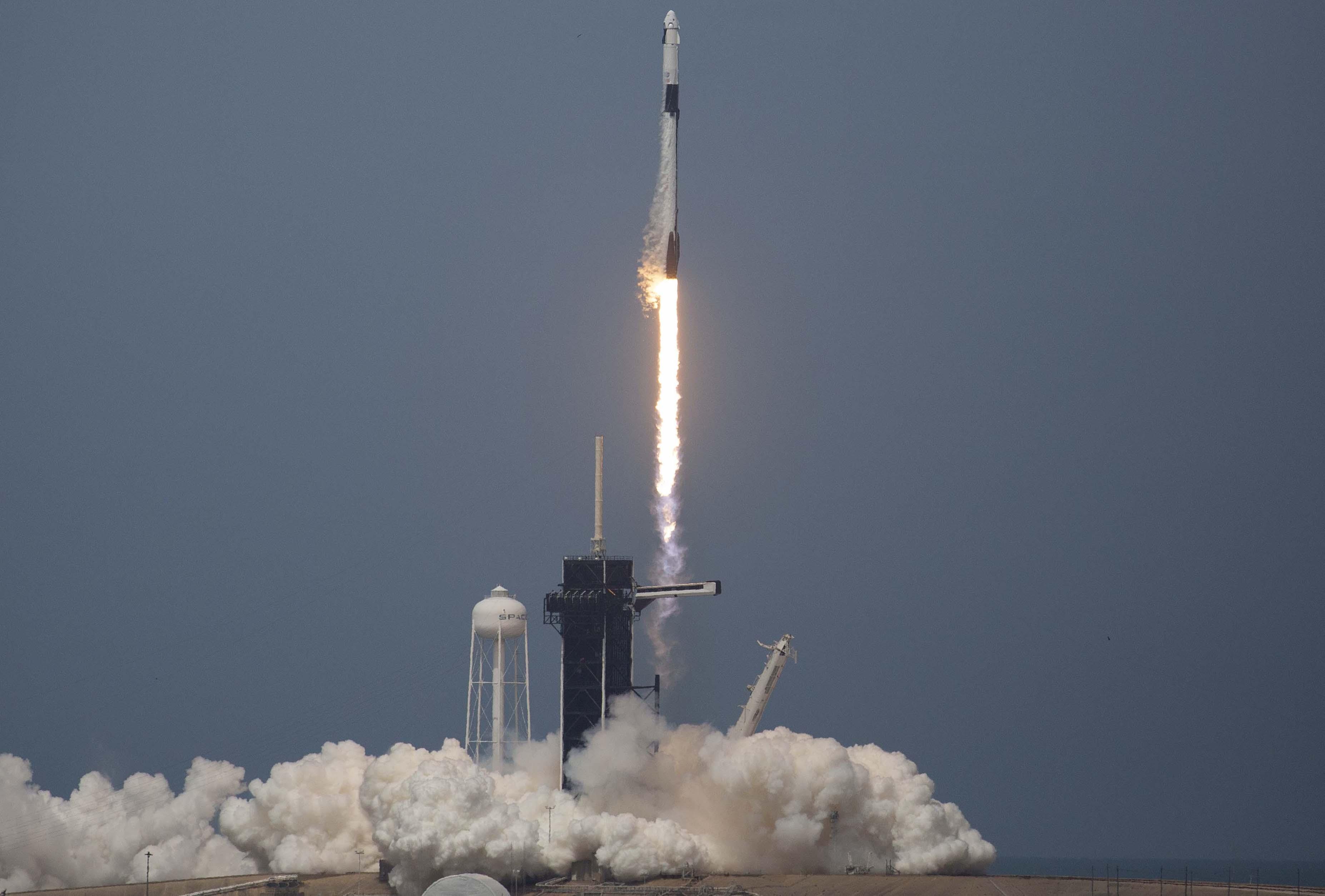 SpaceX делает историю с успешным первым запуском в космос 2020 SpaceX, запуск
