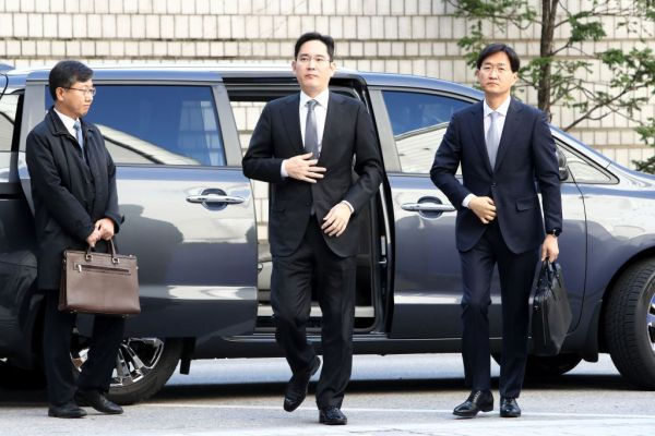 South Korean court denies prosecutors' arrest warrant request for Samsung heir Jay Lee thumbnail