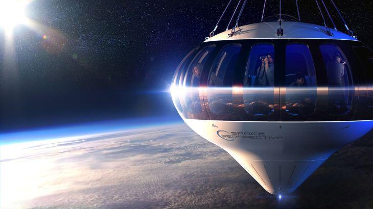 космический корабль серый стоит