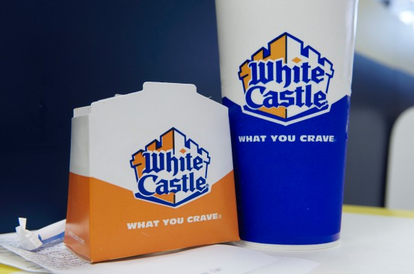 White Castle becomes the first fast food chain to test out the robot fry cook, Flippy, from Miso Robotics thumbnail