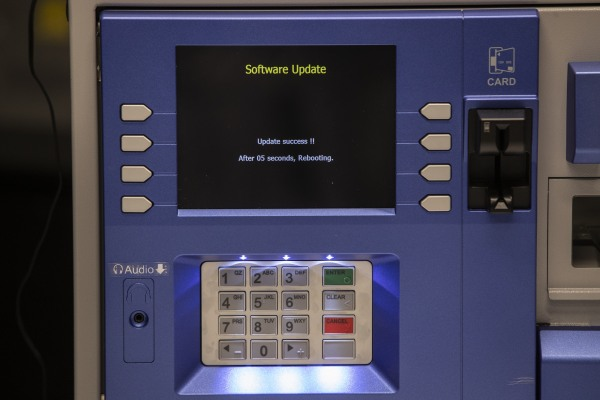 Hackers say 'jackpotting' flaws tricked popular ATMs into spitting out cash - techcrunch