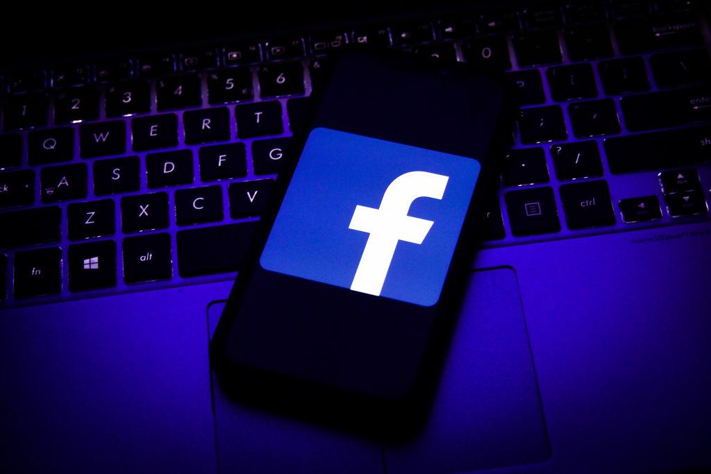 Facebook blocks group that discusses Thai monarchy