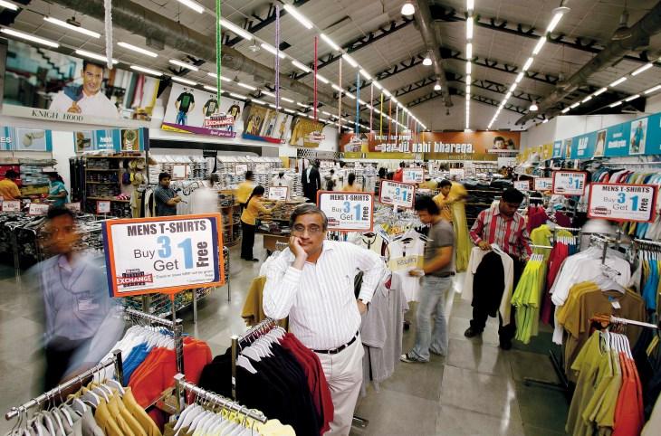 Kishore Biyani, giám đốc điều hành của Pantaloon Retail, đặt ra