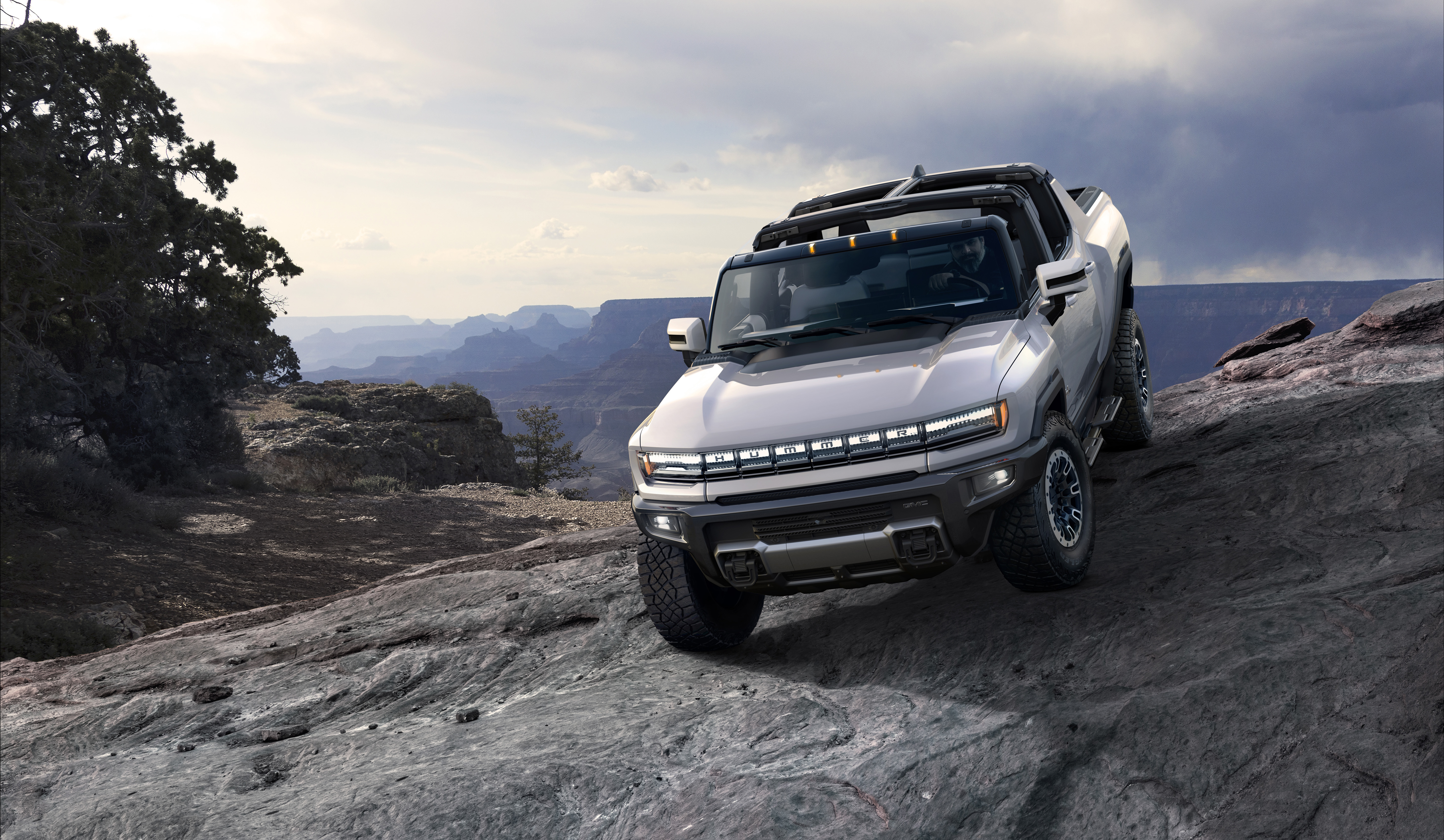 Gmc Reveals The Hummer Ev 1 000 Hp 350 Mile Range And 0 60 In Around 3 Seconds Techcrunch