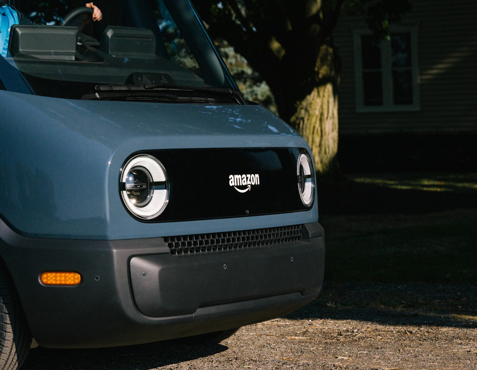 AMAZON DEBUTS ITS FIRST FULLY ELECTRIC DELIVERY VEHICLE, CREATED IN PARTNERSHIP WITH RIVIAN – TECHCRUNCH