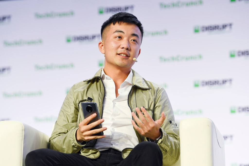 OnePlus co-founder Carl Pei leaves the company to start a new venture |  TechCrunch