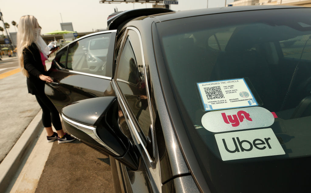 Uber, Lyft ordered by appeals court to comply with labour law