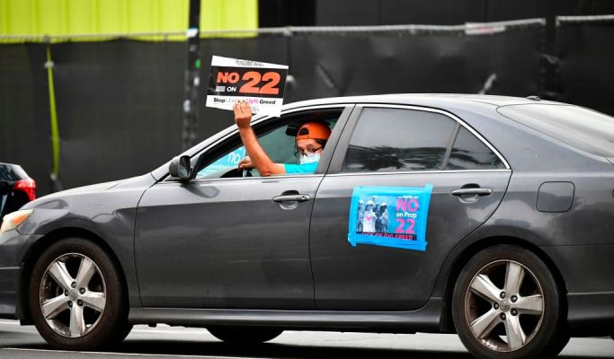 Shares of Uber, Lyft soar on expected passage of California gig-labor ballot measure