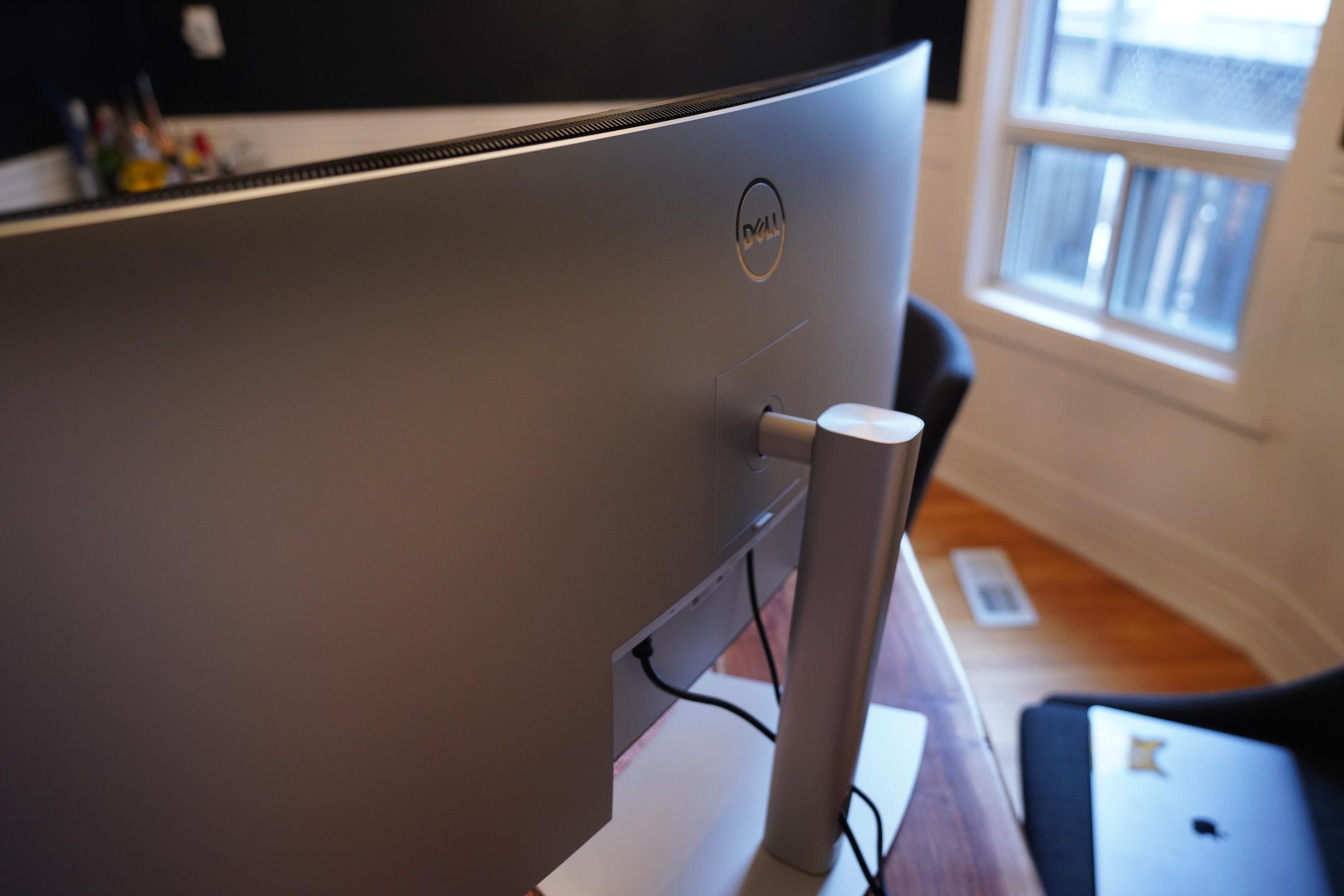 Изогнутый 40-дюймовый монитор Dell идеально подходит для командного центра домашнего офиса 2021 офис