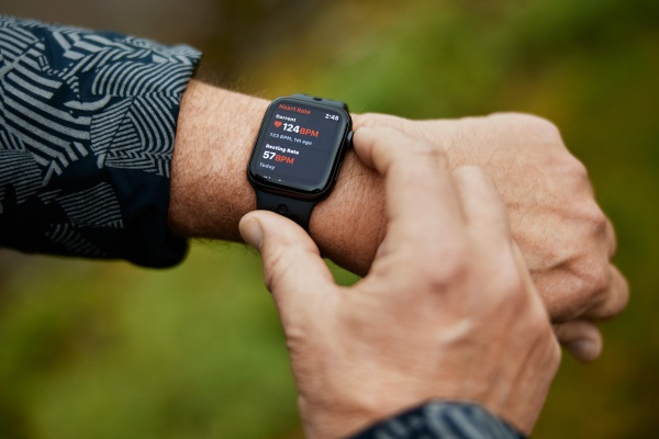 Toronto's UHN launches a research study to see if Apple Watch can find intensifying heart failure thumbnail