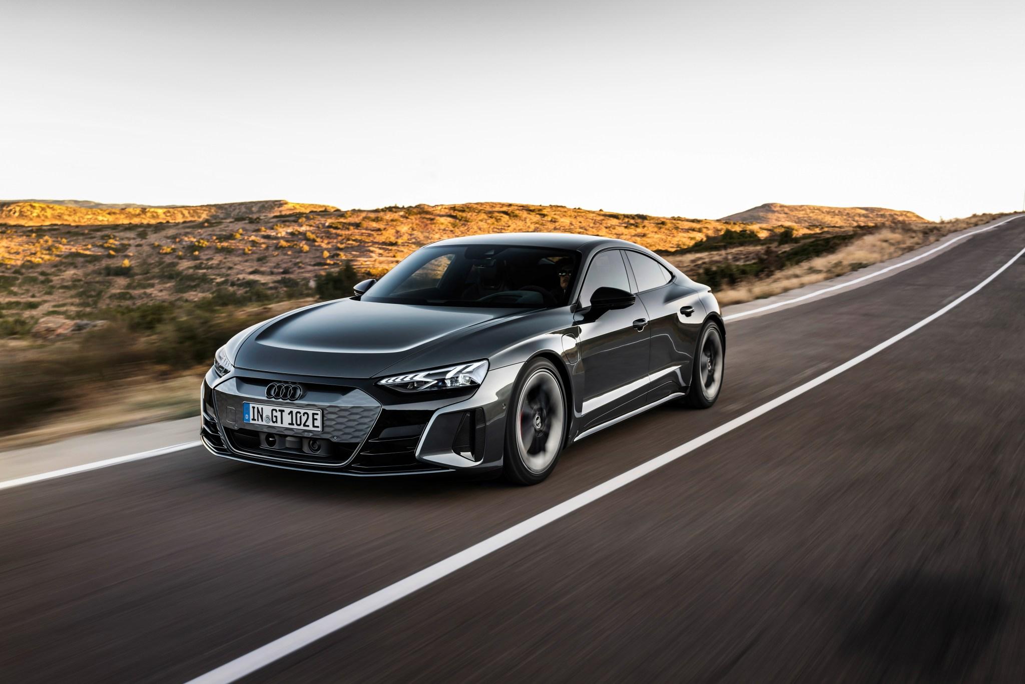 La nouvelle e-tron GT 2022 d'Audi est une véritable berline électrique de performance, pas seulement un autre multisegment électrifié